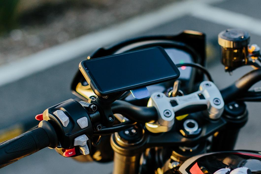 Quad Lock: le support de téléphone pour les motards